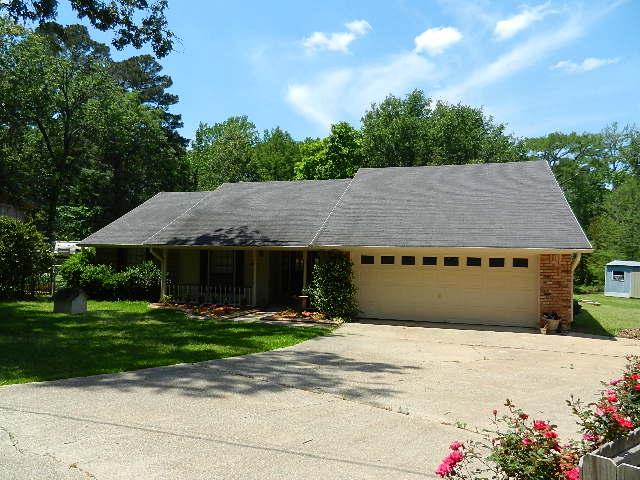 Affordable cross lake home 2738 loyds shreveport la for Affordable lakefront homes